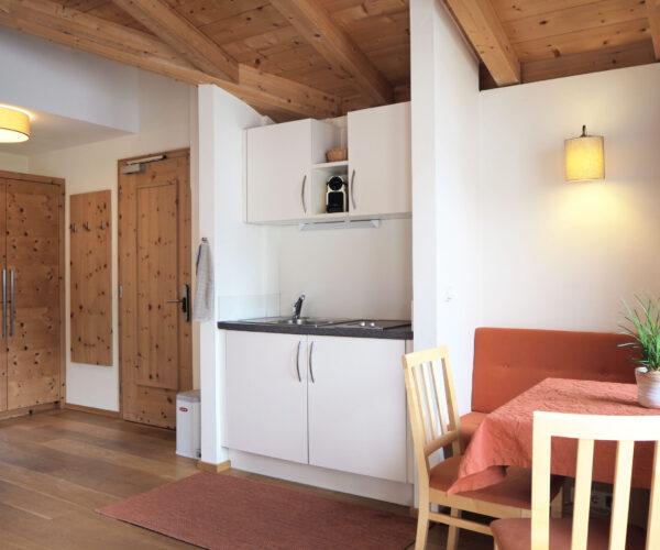 Ess- und Wohnbereich in unserer 1-Zimmerwohnung